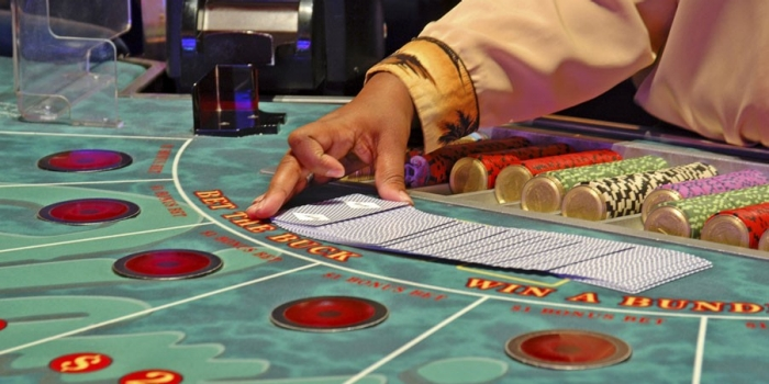 a game of midi baccarat